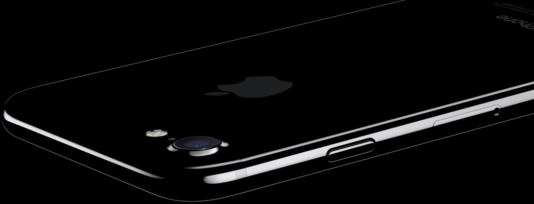 The iPhone 7 in jet black (backside)