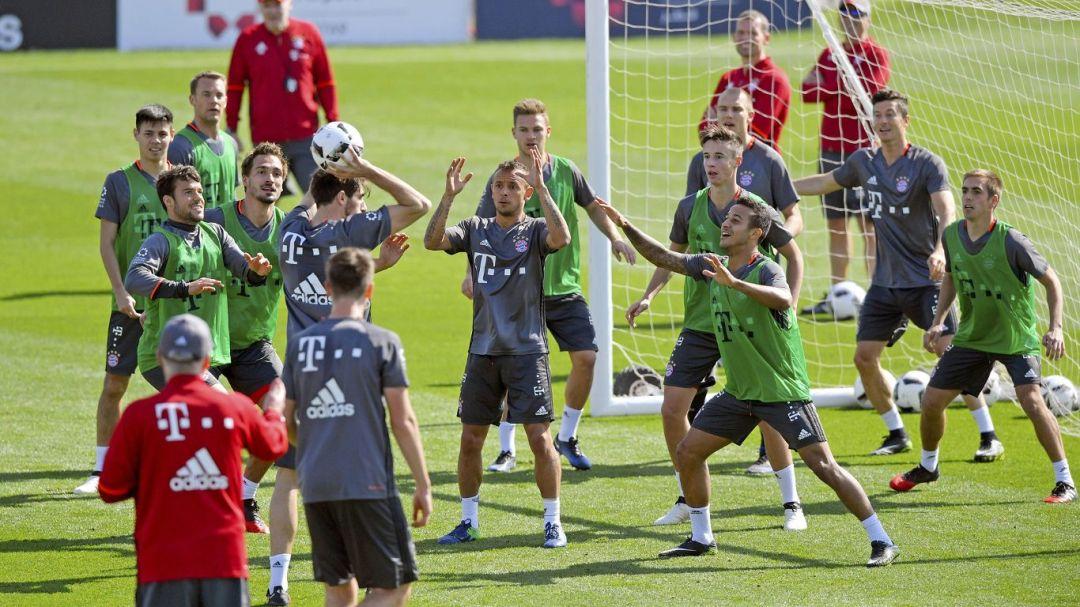 FC Bayern Munich arrives in Qatar for winter training camp
