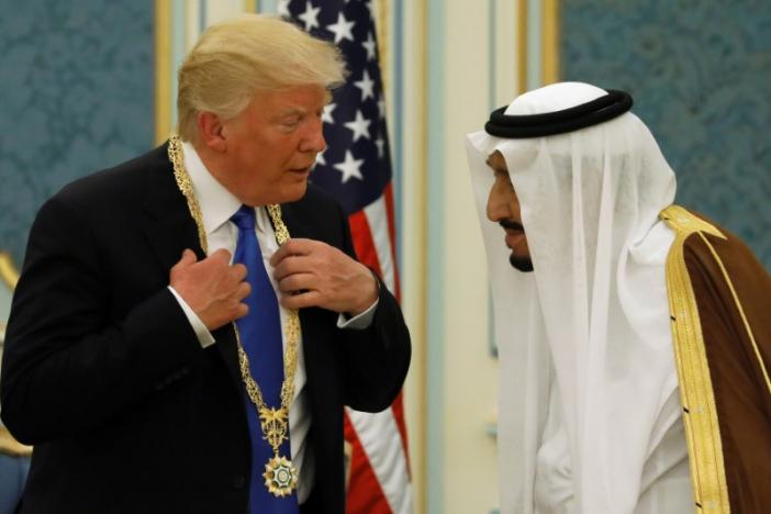 Saudi Arabia's King Salman bin Abdulaziz Al Saud welcomes U.S. President Donald Trump during a reception ceremony in Riyadh, Saudi Arabia (REUTERS/Jonathan Ernst)
