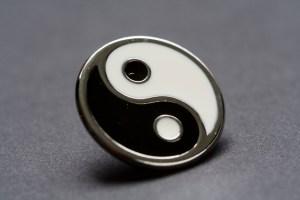 yin-yang-pin-1623789-638x426