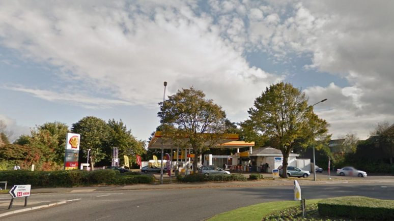 A woman went into the Shell garage on Burton Road in Lincoln and told a man in the queue that she had been assaulted. Photo: Google