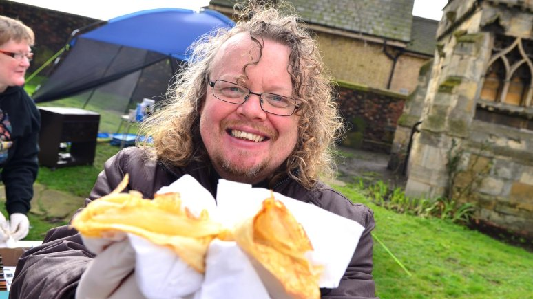 Rev Jonnie Parker handed out free pancakes at the Lincoln High Street level crossing. Photo: Steve Smailes for The Lincolnite