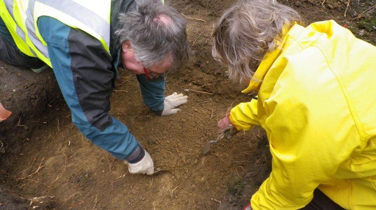 LAGER volunteers digging a test pit in Sudbrooke.