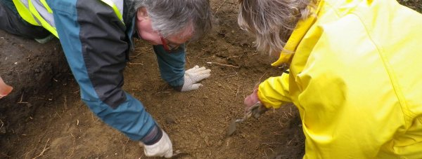 LAGER volunteers digging a test pit in Sudbrooke.