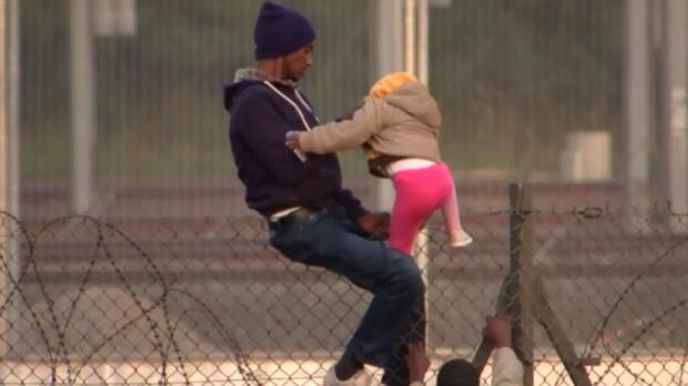 immigration-fence-children