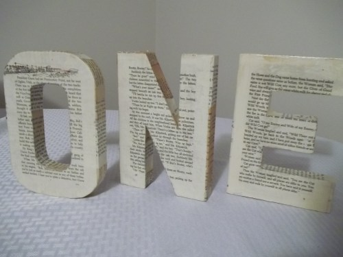 ONE Book Themed First Birthday 3D Chipboard Sign    ||    thelittledabbler.com