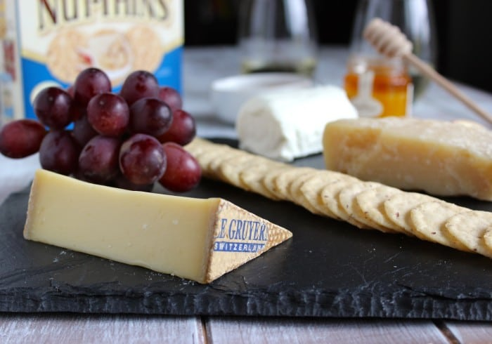 How to Make a Healthy Cheese Board