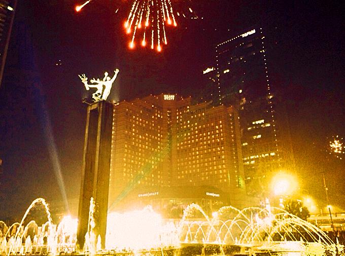 thelocalist.com-jakarta-fireworks