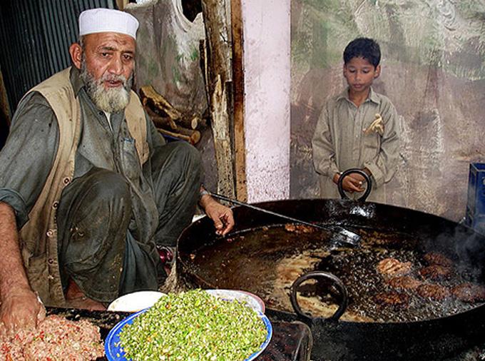 thelocalist.com-chapli-kabab-pakistan