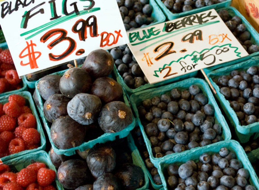 Blueberry Primer: Blueberries, Figs, and Raspberries at Pike Place Market