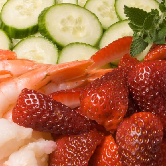 Strawberry shrimp and cucumbers 2 Prawn & Strawberry Salad with Fresh Herb Panna Cotta
