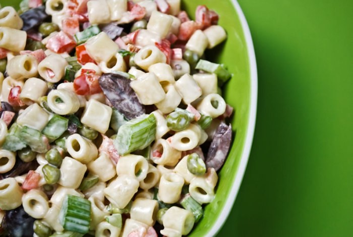 Old-Fashioned Creamy Macaroni Salad