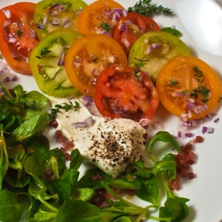 Heirloom Tomato, Sweet Onion & Mâche Salad with Blue Cheese Crema