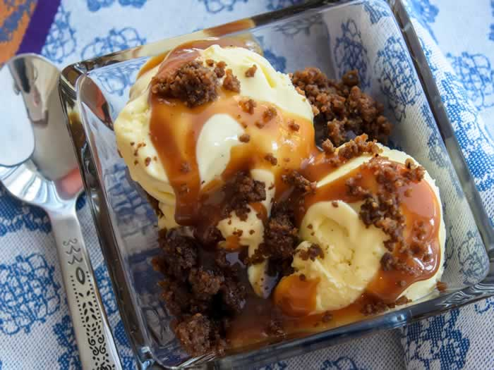 Sweet Corn & Vanilla Bean Ice Cream with Spiced Caramel Apple Sauce & Gingersnap Crumble | LunaCafe