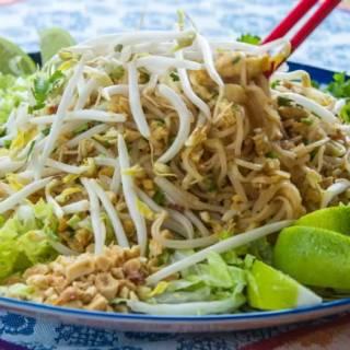 Phad Thai  with Tamarind Sauce, Peanuts & Lime