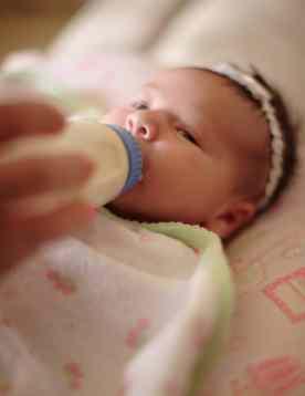 formula feeding, newborn, infant, baby, baby friendly initiative
