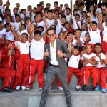 Marc Anthony with kids in support of Maestro Cares Foundation; Photo credit: Maestro Cares Foundation