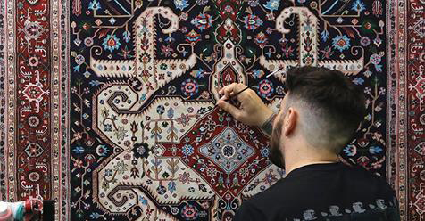 Artist Creates Exquisitely Detailed Paintings That Look Like Authentic Persian Carpets