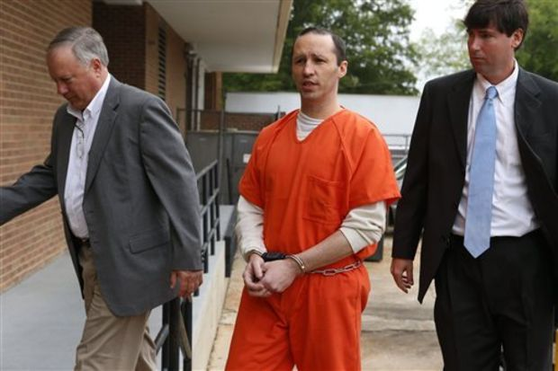 James Everett Dutschke, center, is lead into the Federal Building in Aberdeen, Miss., by U.S. Marshalls on Tuesday, May 13, 2014, for a sentencing hearing, but instead Dutschke withdrew guilty plea. The 42-year-old Tupelo man pleaded guilty in January to charges of making ricin and sending letters dusted with the poison to President Barack Obama, Republican U.S. Sen. Roger Wicker and Mississippi judge Sadie Holland. At the sentencing, he told U.S. District Judge Sharion Aycock that he was innocent and wanted a chance to prove it. (AP Photo/Northeast Mississippi Daily Journal, Thomas Wells)