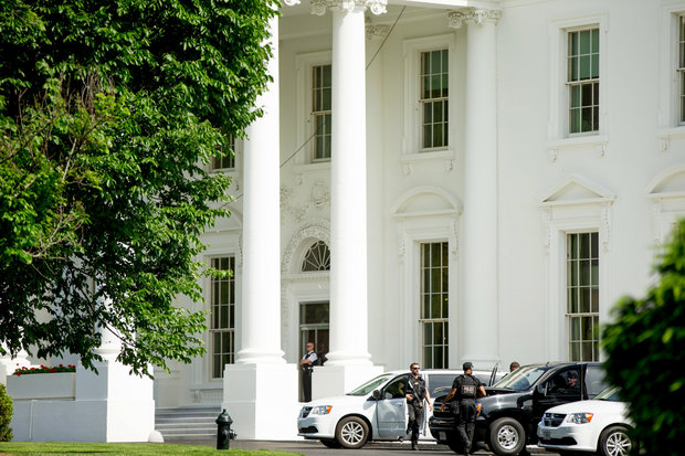 Secret Service agents stand near the North Lawn of the White House in Washington, Friday, May 20, 2016, after the White House is placed on lockdown for a shooting nearby. (AP Photo/Andrew Harnik)