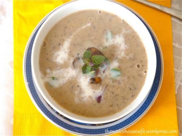 For lunch: Spicy Garlic Mushroom Soup - The Novice Housewife