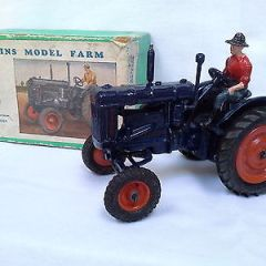 Britains farm vehicle 128F  Fordson MAJOR Tractor, rubber tyres