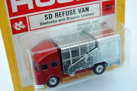 mint-husky-model-no-25-refuse-van-within-red-yellow-blister-card-2277