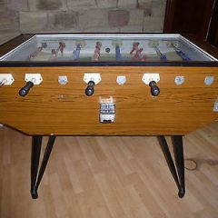GLASS TOP RETRO 1970's PROFESSIONAL COIN-OPERATED FOOTBALL TABLE MACHINE