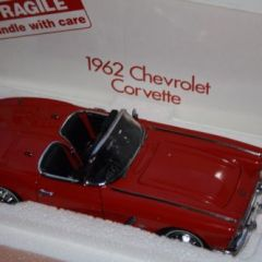 Danbury/Franklin Mint 1962 Corvette 1:24 scale diecast car with box