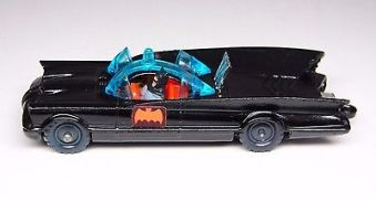 husky-batmobile-die-cast-car-made-in-england-1960s-mint-condition-58958