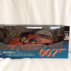 James Bond Die-Cast 1:18 Scale Lotus Turbo Esprit.