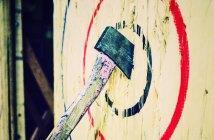 backyard-axe-throwing
