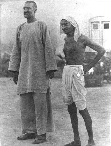 Bacha-Khan-with-Gandhi-barhaman-and-pathan