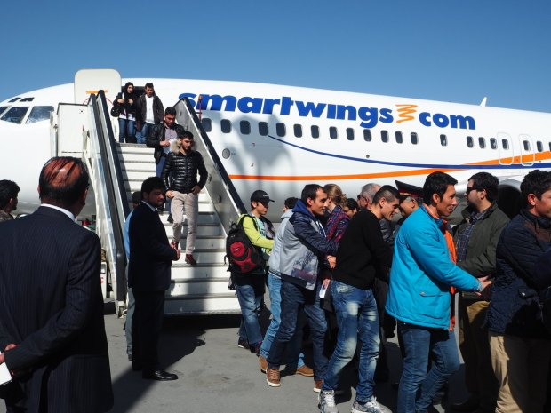 Afghans-return-to-Kabul-from-Germany