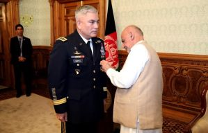 Gen.-Campbell-receives-high-state-Afghan-medal