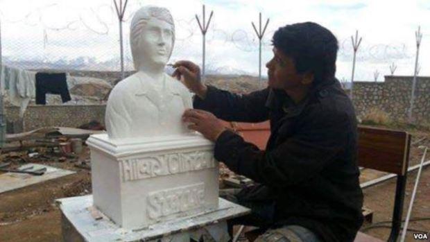 Afghan prisoner sculpts Hillary Clinton