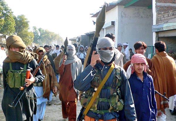 Pix20-05BANNU: Feb20 – Activists of Merian local lashkar patrol the streets after rocket attack by Janikhel Wazir tribesmen.ONLINE PHOTO by Ijaz Muhammad