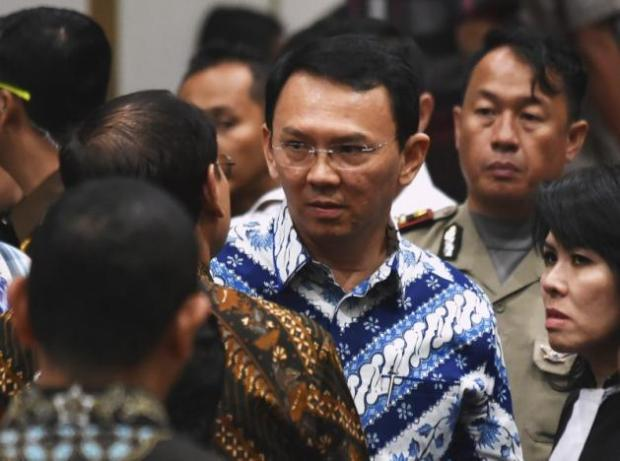 Jakarta's Christian governor Basuki Tjahaja Purnama, popularly known as Ahok, speaks to his lawyers after the guilty verdict in his blasphemy trial in Jakarta on May 9, 2017. REUTERS/Bay Ismoyo/Pool