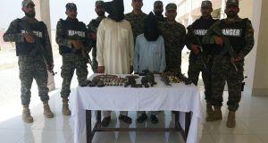Pakistan-army-arrest-Afghans (1)