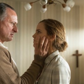 "Paul Schäfer (Michael Nyqvist), Lena (Emma Watson) in ""Colonia"""