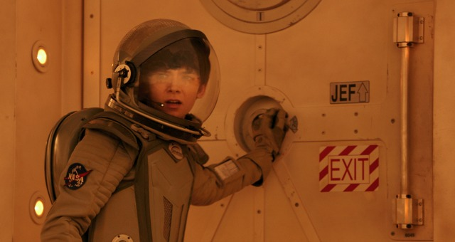 The Space Between Us UK Trailer Confirms Boys Are From Mars