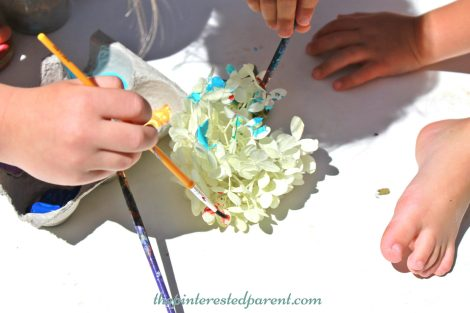 Painting flower petal - nature arts & crafts activities for kids. This is a wonderful spring & summer art project that you can do outdoors..