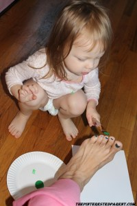Mommy, I paint your feet too.