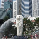 The famous Merlion Statue, symbol of the city.