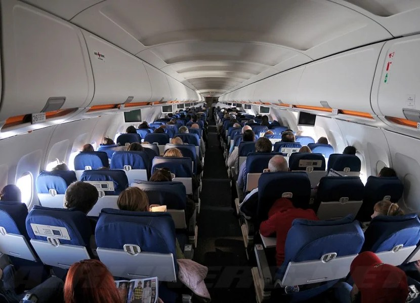 The main cabin of United's A320.