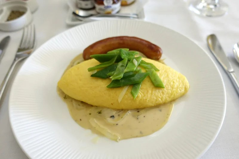ANA's omelette didn't make me miss United's catering one bit.