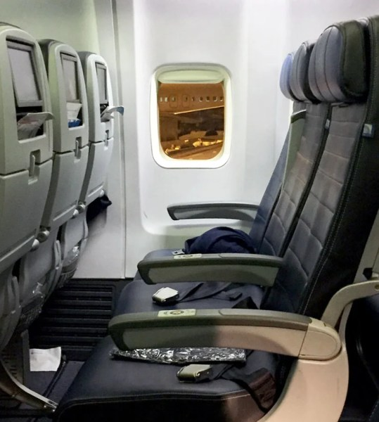 A row in United's 737.
