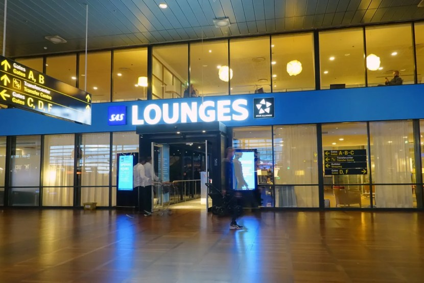SAS operates separate business and Star Alliance Gold lounges at CPH.