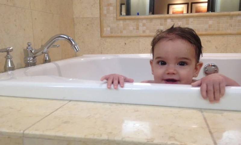 Evy in the tub