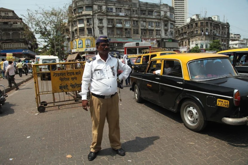 Traffic can be rough in Mumbai. Sometimes even the traffic cops seem to be at a loss.